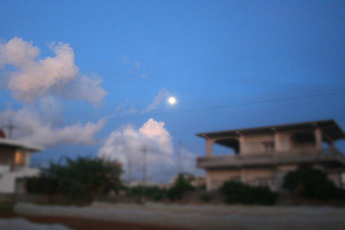 明日は満月だから月も明るい