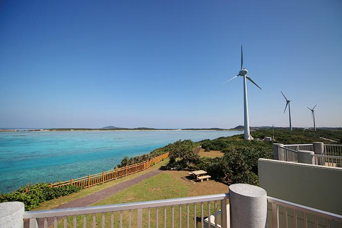 西平安名崎のシンボル的存在の風車